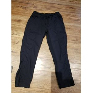 Lululemon studio pants 6 or 8